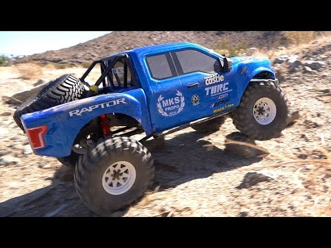 KiNG RAPTOR in the DESERT – NEW TRAIL: 1/8 scale FORD F150 BLUE & WHITE TRACTION HOBBY FOUNDER
