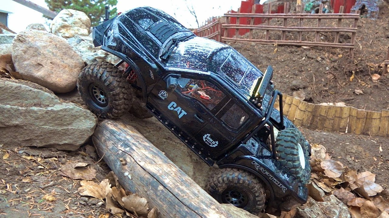 BACKYARD TRAIL TRACK – GIANT ALL BLACK FORD F150 RAPTOR : Traction Hobby 1/8 scale | RC ADVENTURES
