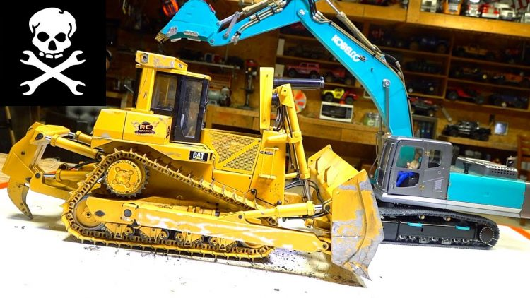 USING the KOBELCO EXCAVATOR to HELP REPAIR the CAT D9 BULLDOZER DRIVE MOTOR | RC ADVENTURES