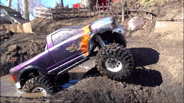 DODGE 1500 4×4 w/ HUGE TiRES PLAYS in the NEW MUD PiTS in the BACKYARD TRAiL PARK | RC ADVENTURES