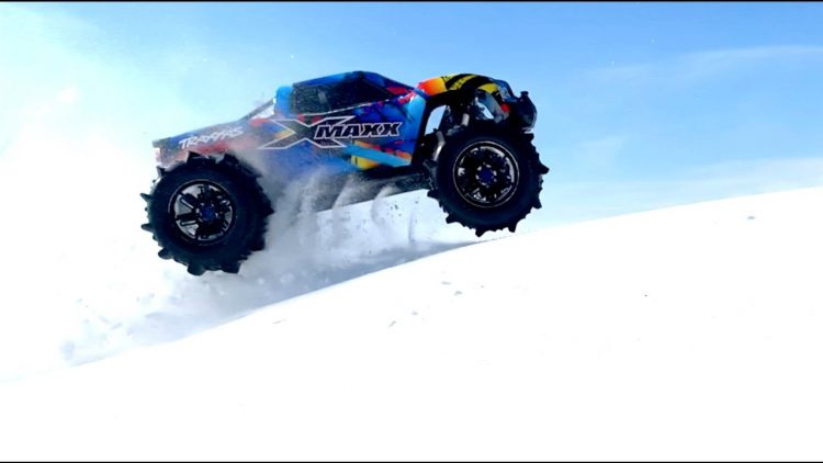 PADDLE TIRES 8S (30v) ELECTRIC TRAXXAS XMAXX MONSTER TRUCK BASHING in DEEP SNOW | RC ADVENTURES