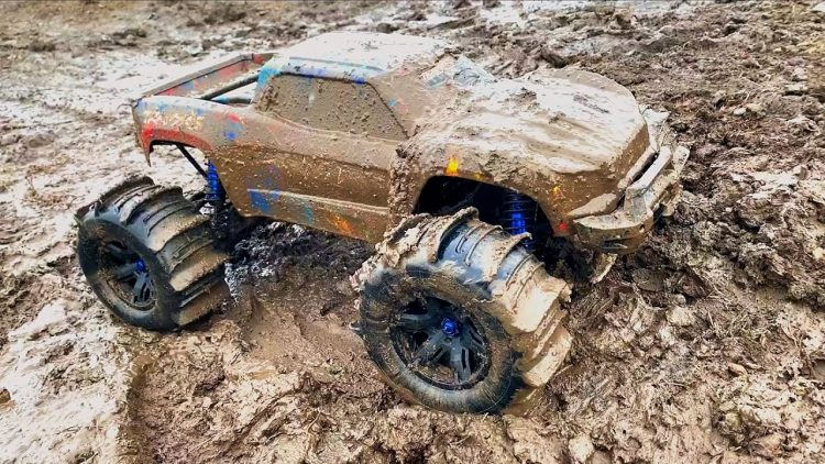 MUDDY XMAXX FREESTYLE w/ PADDLE TIRES – BOUNTY HOLE & MUD BOGGING | RC ADVENTURES