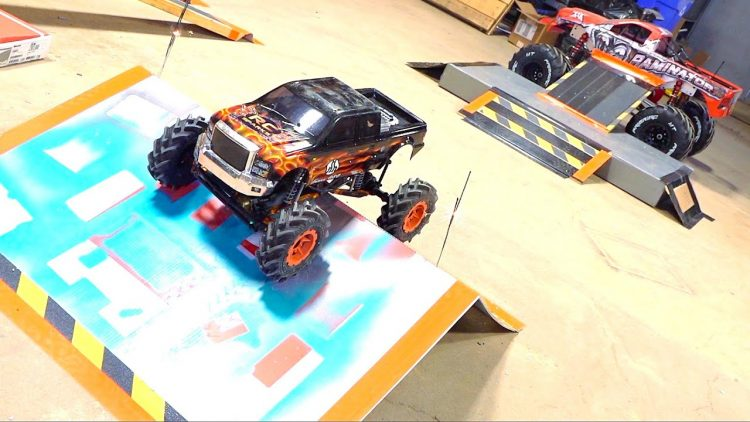I TRASH the SHOP – 2 MiN MONSTER TRUCK FREESTYLE CHALLENGE! AXIAL SMT10 4×4 | RC ADVENTURES
