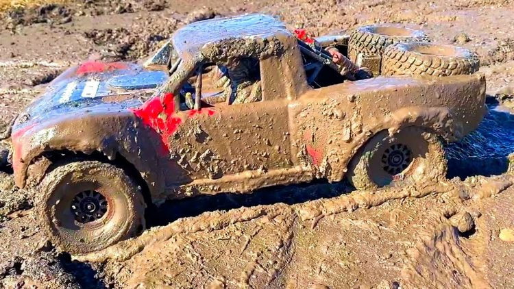 "TRAXXAS UDR RACE TRUCK 4×4 iN MUD – ""BUST iT OUT WHEN iT'S HOT""  MUSiC ViDEO 6S LiPO 