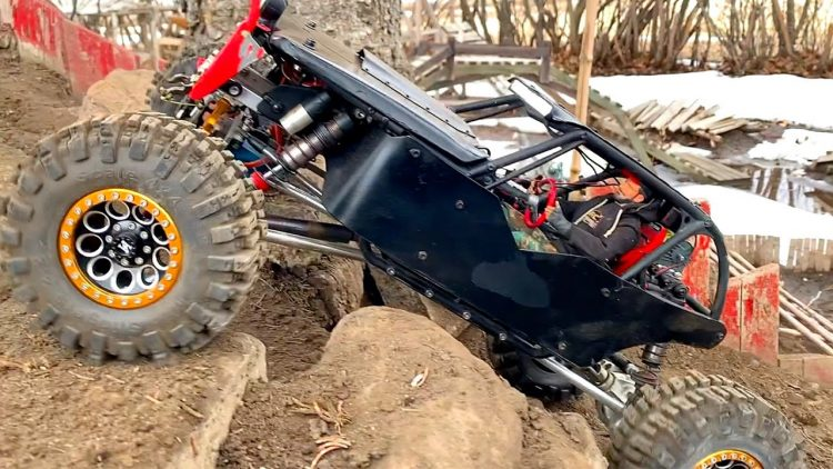 BLACK WiDOW SNATCH BLOCK ACTiON – RED NECK 4×4 TACKLES the BACKYARD TRAiL PARK | RC ADVENTURES